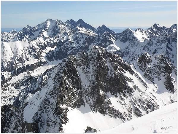 Ľadové štíty (v pozadí vlevo) z Vysokej