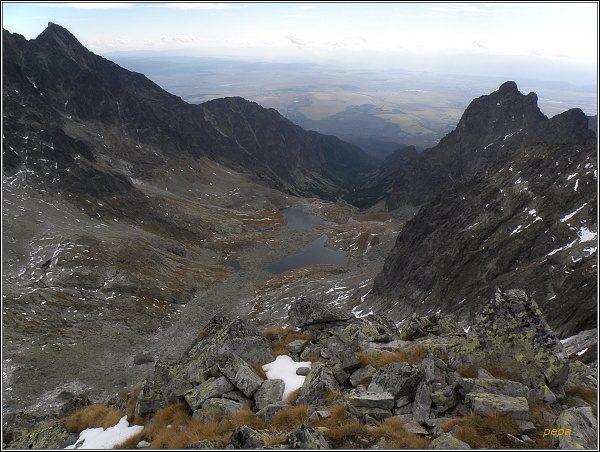 Malá Studená dolina z Ľadového štítu. Vpravo Prostredný hrot