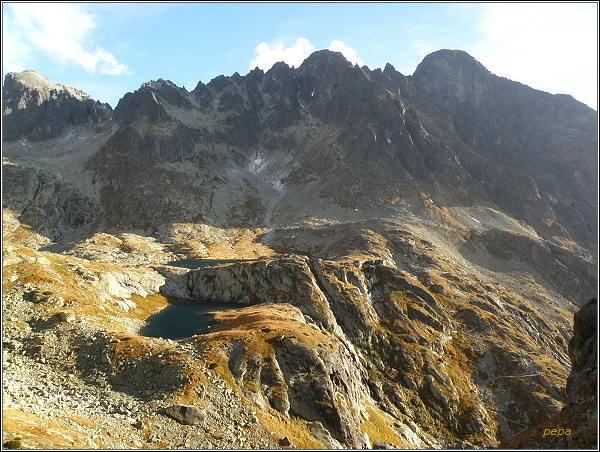 Malá Studená dolina ze Žltej steny. Zprava Lomnický štít, Pyšný štít, Spišský štít a Baranie rohy