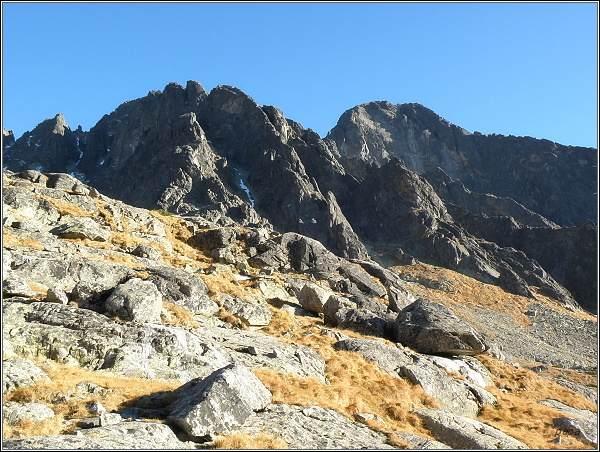 Lomnický štít (vpravo) nad Malou Studenou dolinou