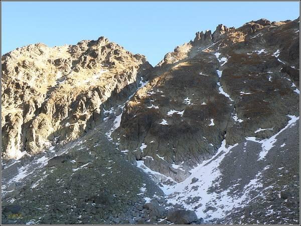 Mlynická dolina. Hlinská veža (vlevo) a Veľká Capia veža