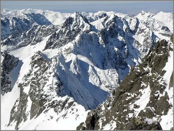 Zimní panorama Tatier z Gerlachovského štítu.  Kačacia dolina, Vysoká a Rysy
