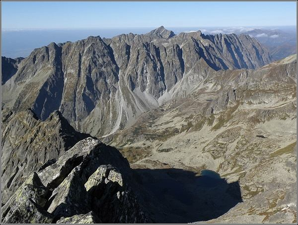 Pohled z Ťažkého štítu na západní část Vysokých Tatier (Hrebeň Bášt, Kriváň)