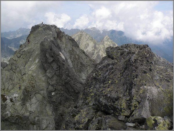 Jihovýchodní (v popředí) a severozápadní vrchol Vysokej