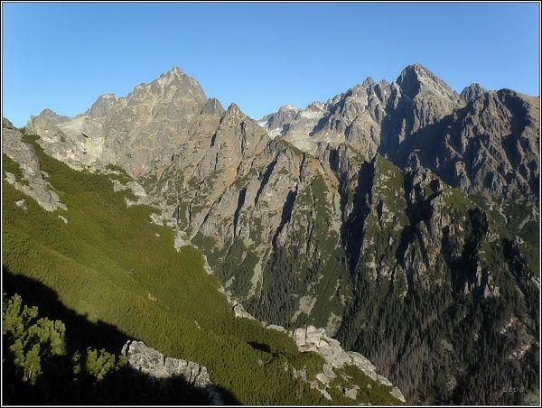 Prostredný hrebeň a Lomnický štít od Maximiliánky