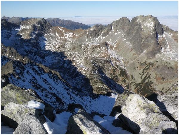 Veľká Studená dolina ze Slavkovského štítu. Vpravo Javorové štíty