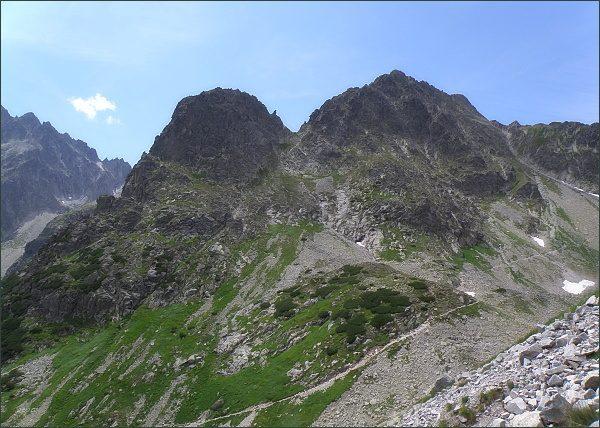 Jastrabia veža (vlevo), Jastrabie sedlo a Kopiniaky z Kozieho štítu