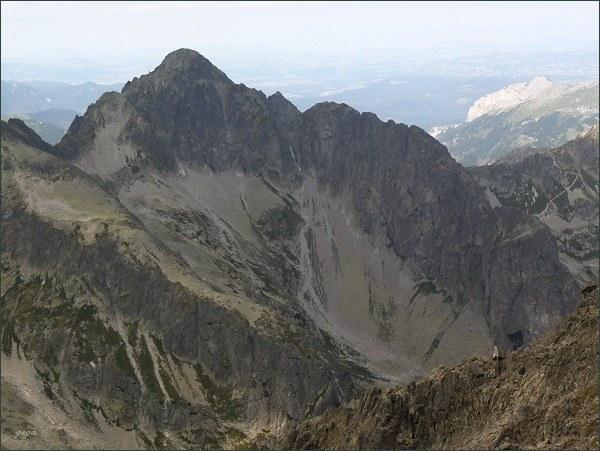 Kolový štít, Karbunkulový hrebeň a Jastrabia veža (vpravo dole) z Kežmarského štítu