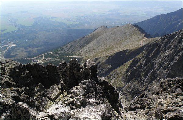 Pohled z Kežmarského štítu do Lomnického sedla