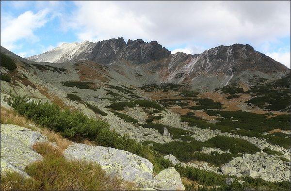 Važecká dolina. Jamský hrebeň a Krátka (vlevo)