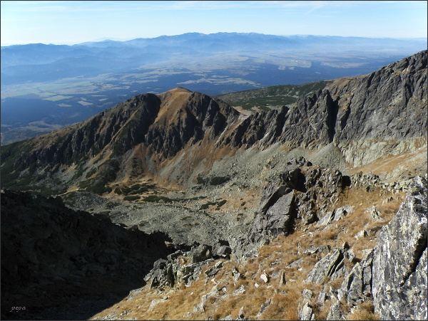 Jižní čast Kozieho chrbáta po Ostrý zárez (vpravo), Ostrá veža, Sedielkový priechod a Sedielková kopa