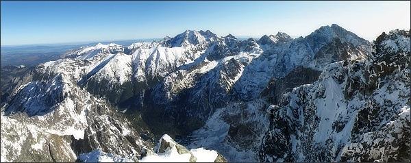 Panoráma Tatier z Rysov: uprostřed Ľadové štíty, vpravo Gerlach