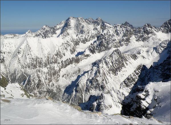 Rysy, pohled k sverovýchodu. Ľadové štíty