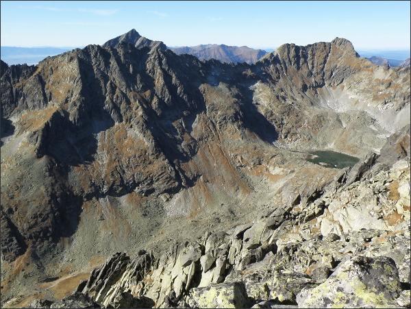 Satan: Závěr Mlynickej doliny. Vlevo Hrebeň Solísk, za ním Kriváň. Vpravo Furkotský štít a Triumetal