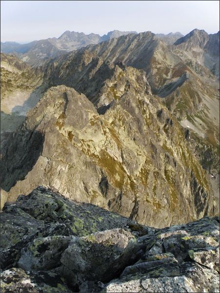 Severní část Hrebeňa Bášt. V popředí Pekelník a Diablovina