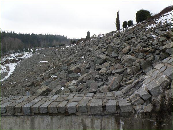 Boskovická přehrada, hráz