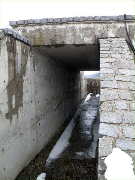 Boskovická přehrada, boční přeliv