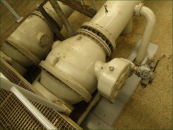 Boskovická přehrada, spodní výpusti s provozními uzávěry