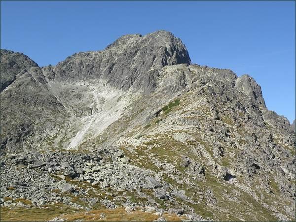 Malý Kežmarský štít (vpravo), Kežmarský štít (uprostřed) nad Huncovskou kotlinou