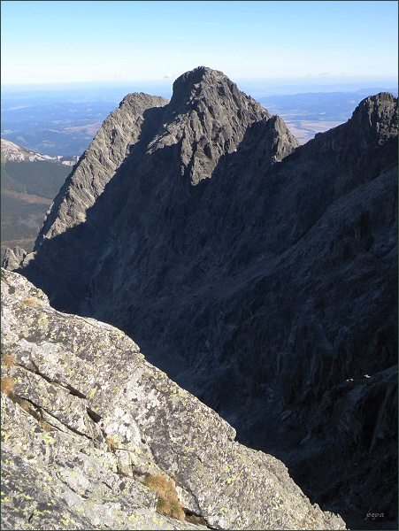 Kežmarský štít a Malý Kežmarský štít (vlevo) z Pyšného štítu