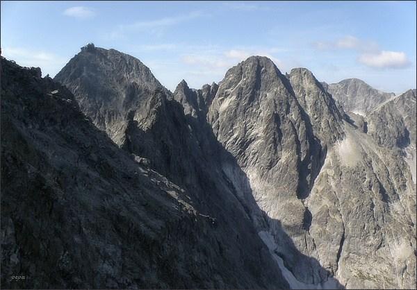 Lomnický štít, Posledná veža, Pyšný štít, Loktibrada, Malý Pyšný štít (pohled z M. Kežmarského štítu)