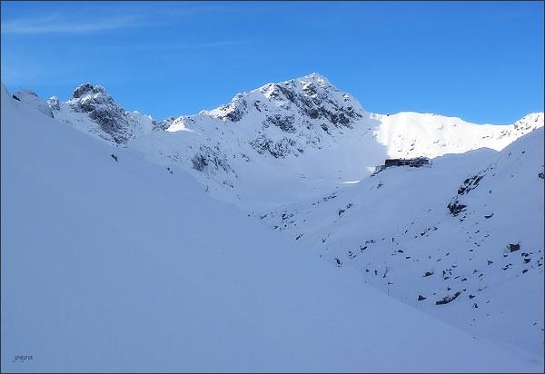 Svišťový štít a Divá veža v závěru Veľkej Studenej doliny