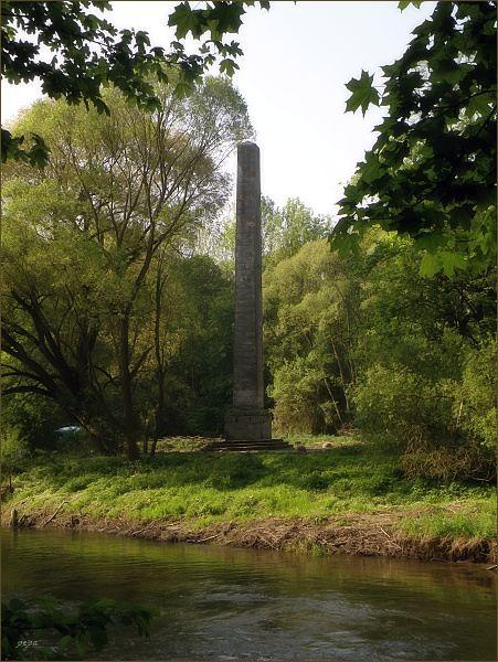 Obelisk - Komín