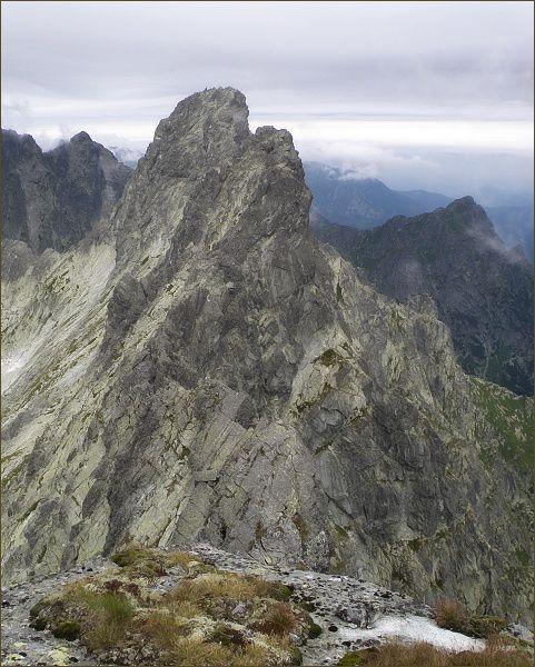 Rumanov štít (v popředí) a Ganek ze Zlobivej