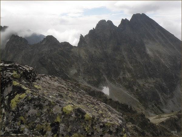 Kačací štít (vlevo), Popradský Ľadový štít, Sedlo pod Drúkom, Drúk a masív Končistej ze Zlobivej