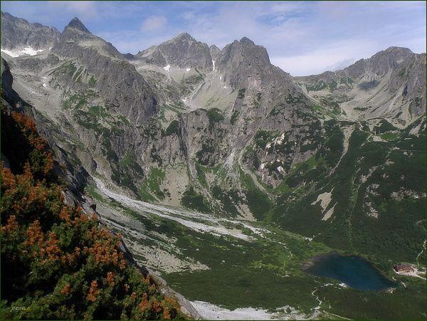 Dolina Zeleného plesa, Veľká a Malá Zmrzlá dolina, Červená dolina z Nemeckého rebríka. Vlevo Čierny štít, uprostřed Kolový štít a Karbunkulový hrebeň, vpravo Jahňací štít