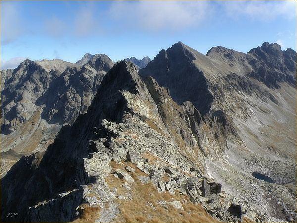 Velický štít (uprostřed), sedlo Poľský hrebeň a Východná Vysoká  od Litvorového štítu