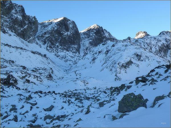 Kupola (mírně vlevo) a Východná Vysoká nad Veľkou Studenou dolinou