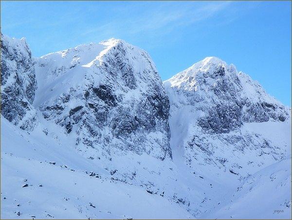 Kupola a Východná Vysoká (vpravo) nad Veľkou Studenou dolinou