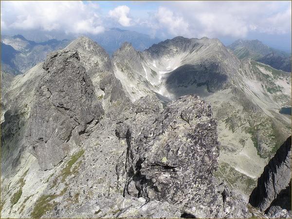 Východná Vysoká (v hřebeni vlevo nejvyšší) z Bradavice