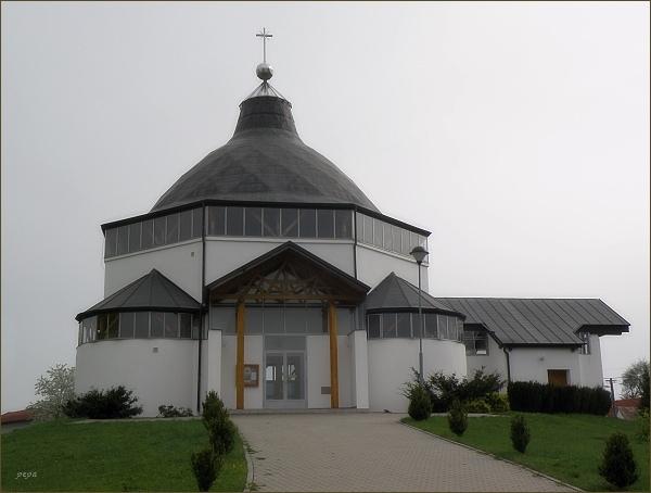 Katolický kostel v Tavíkovicích