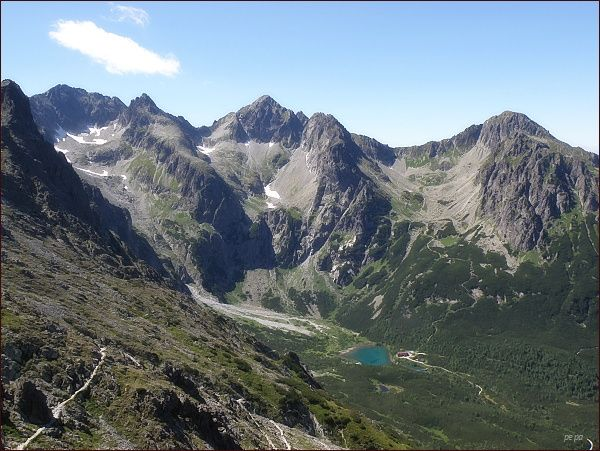 Pohled z Veľkej Svišťovky do Doliny Zeleného plesa, do Zmrzlých dolín a do Červenej dolinky