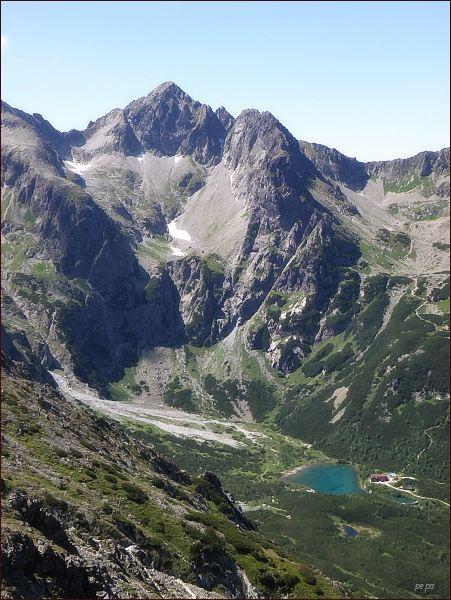 Pohled z Veľkej Svišťovky k Zelenému plesu a do Malej Zmrzlej doliny. Uprostřed Kolový štít, vpravo Jastrabia veža a Karbunkulový hrebeň