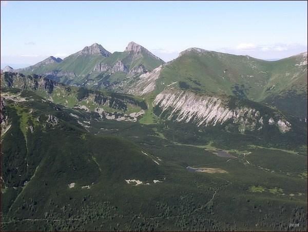 Belianske Tatry z Veľkej Svišťovky. Uprostřed (zleva) Havran, Ždiarska vidla a Hlúpy
