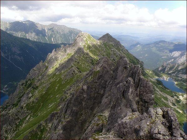 Żabia Grań (v pozadí Malý Žabí štít a Žabia kopa) ze Žabieho Mnícha