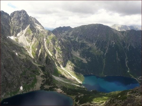 Dolina Rybiego Potoku ze Žabieho Mnícha. Vlevo Veľký Mengusovský štít a Čubrina, uprostřed Hrubý štít a Miedziane