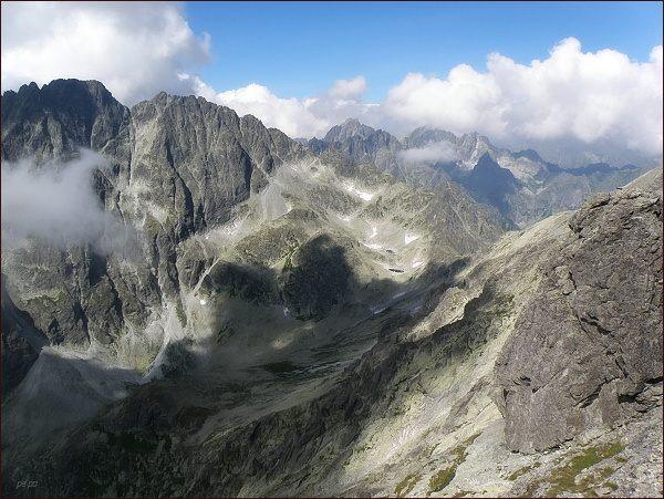 Velická dolina z Bradavice. Vlevo Gerlachovský štít a Zadný Gerlach. Vpravo sedlo Poľský hrebeň