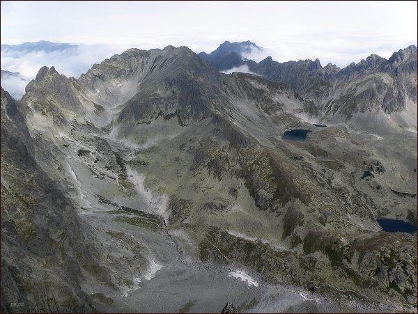 Veľká Studená dolina z Bradavice. Uprostřed Svišťový štít