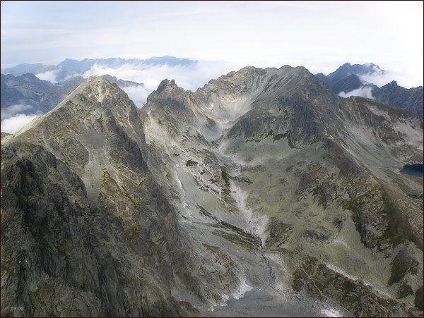Veľká Studená dolina z Bradavice. Vlevo Východná Vysoká, vpravo Svišťový štít