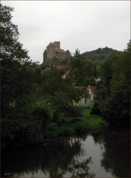 Hrad Hardegg z hraničního mostu