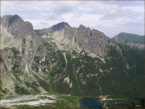 Červená dolina a Jahňací štít (uprostřed) z Nemeckého rebríka