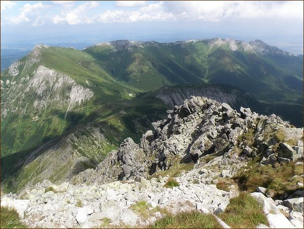 Jižní část Belianskych Tatier z Jahňacieho štítu. Zleva Hlúpy, Zadné Jatky, Predné Jatky a Bujačí vrch