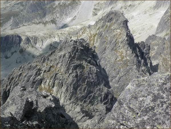 Malý hrot (v popředí) a Žltá veža z Prostredného hrotu