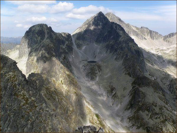 Široká veža a Ľadové štíty z Malého hrotu. Vpravo Snehový štít