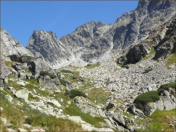 Pohled zpět. Východný Železný štít a Popradský Ľadový štít  nad Dolinou Zlomísk