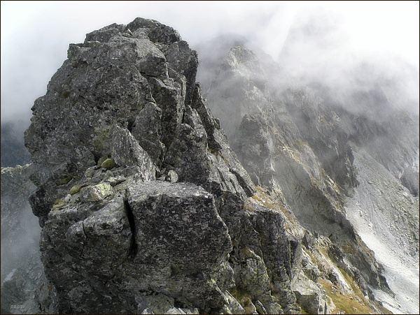 Skalisko ve vrcholové partii štítu